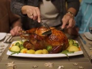 Imagen de un pavo en una cena