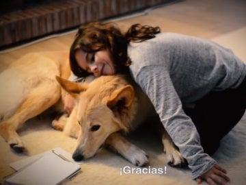 Imagen de la niña, y su perro