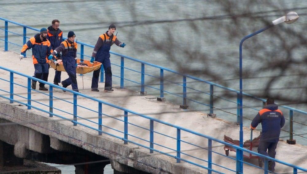 Servicios de rescate en el avión ruso que se ha estrellado