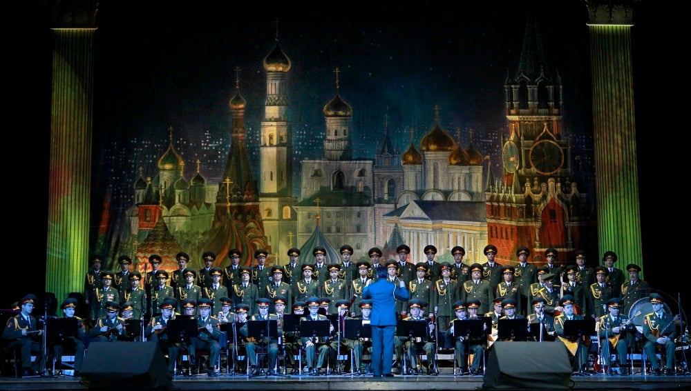 Imagen de archivo que muestra al Coro del Ejército ruso Alexandrov Ensemble durante un concierto en Moscú, Rusia