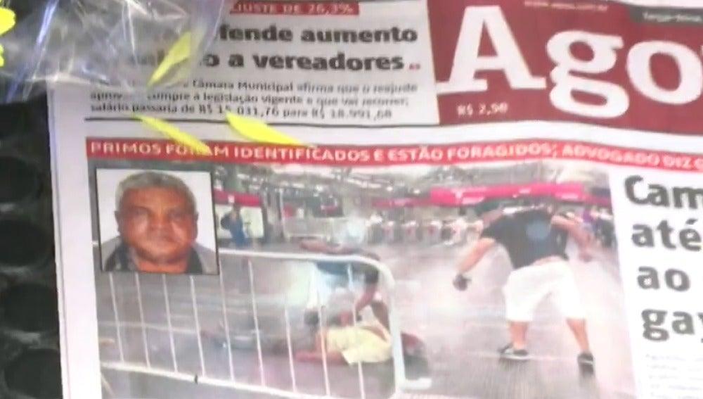 Frame 9.673584 de: Golpean hasta la muerte a un vendedor ambulante por defender de una agresión a un transexual en el metro