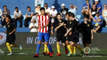 Los jugadores del Atlético de Madrid celebran su victoria ante el Sporting en LaLiga Promises