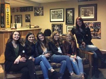 La imagen de seis chicas con cinco pares de piernas que se ha vuelto viral