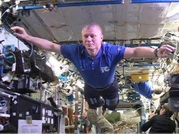 El primer Mannequin Challenge del espacio exterior