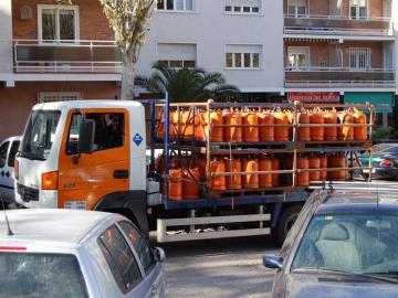 Un camión de reparto de gas butano