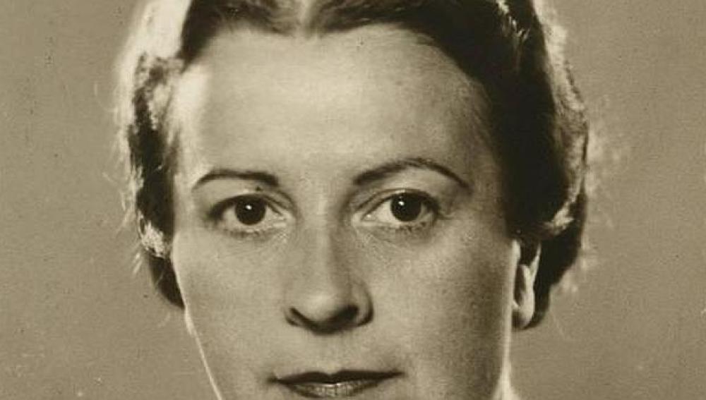 Encarnación Aragoneses de Urquijo nació en Madrid en 1886 y murió en 1952.