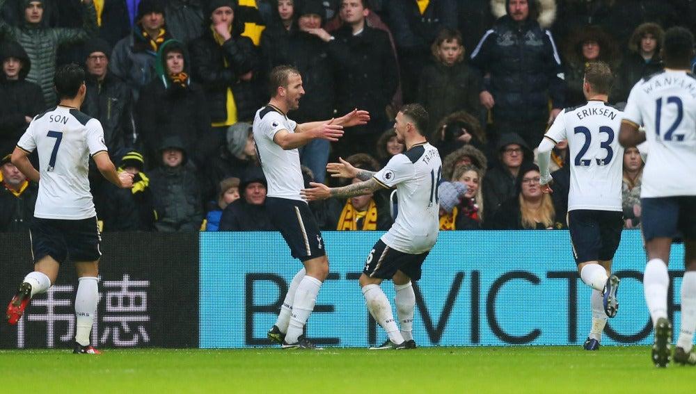 Harry Kane celebra uno de sus dos goles contra el Watford