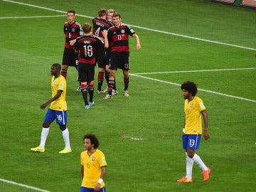 Los jugadores de Alemania celebran uno de los siete goles que metieron a Brasil en el Mundial 2014