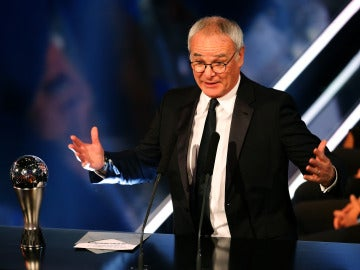 Ranieri hablando tras recibir el premio 'The Best' al 'Mejor Entrenador de la FIFA'