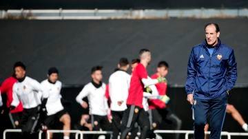 Salvador González 'Voro' dirige al Valencia en un entrenamiento
