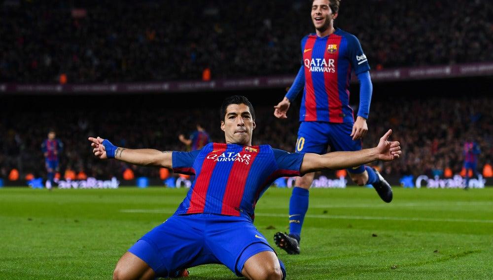 Luis Suárez, celebra su gol 100 con el Barcelona
