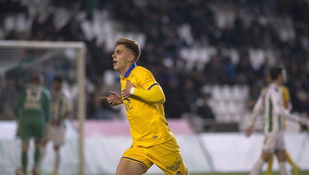 Iván Alejo, jugador del Alcorcón, celebrando un gol