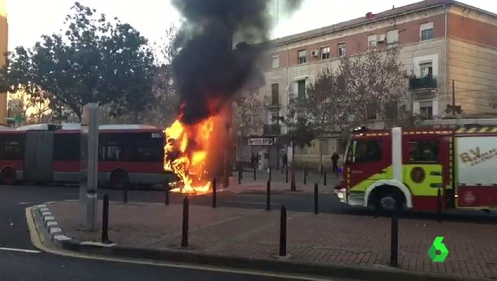 Frame 1.029561 de: bus valencia