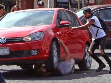 """Atropellan brutalmente a un estudiante en una marcha contra el """"gasolinazo"""" en México"""