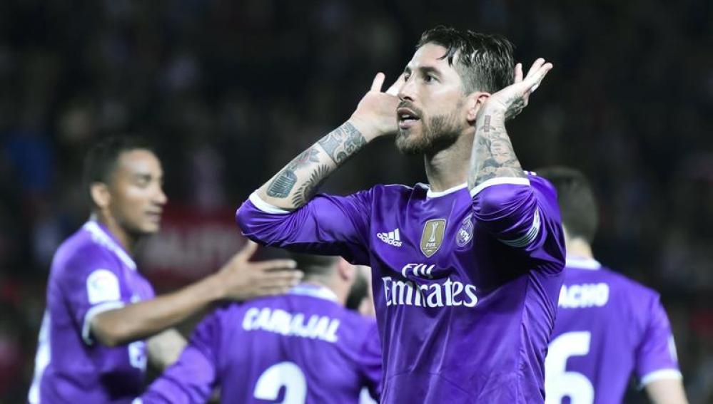 Sergio Ramos celebra su gol al Sevilla