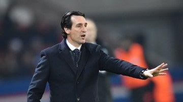 Emery durante un partido con el PSG