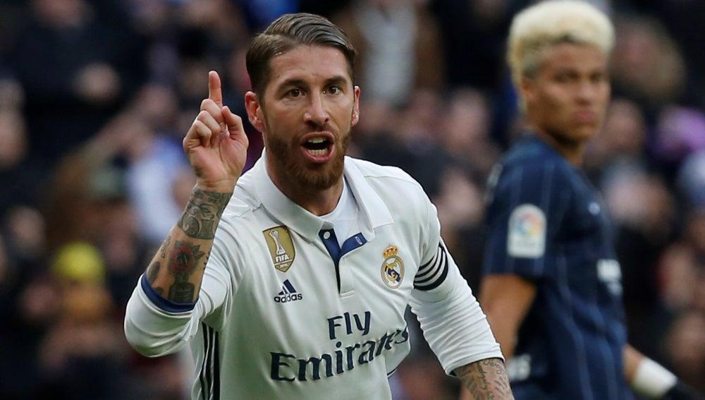 Sergio Ramos celebra uno de sus goles durante el Real Madrid - Málaga