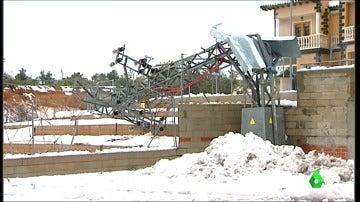 Frame 32.277908 de: Los vecinos de Requena llevan más de 36 horas sin luz tras la intensa nevada caída en la localidad