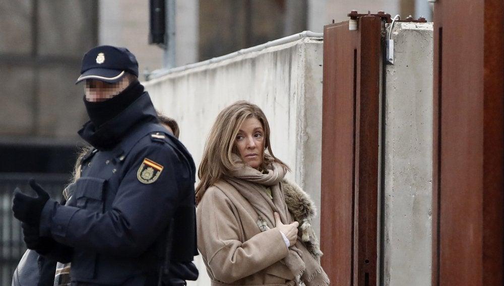 Rosalia Iglesias, esposa de Luis Bárcenas, a su llegada a la Audiencia