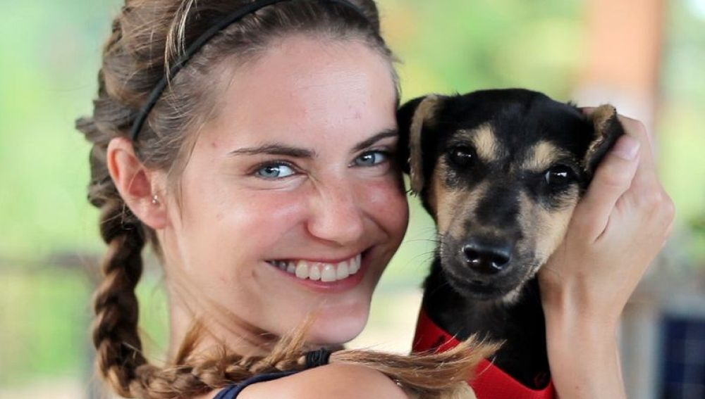 Una veterinaria deja su vida en Reino Unido para rescatar perros callejeros en Sri Lanka