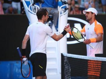 Murray y Zverev se saludan después del partido