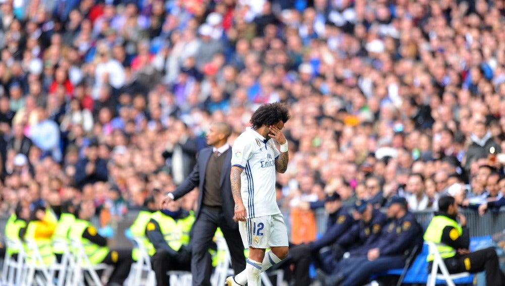 Marcelo retirándose lesionado del partido