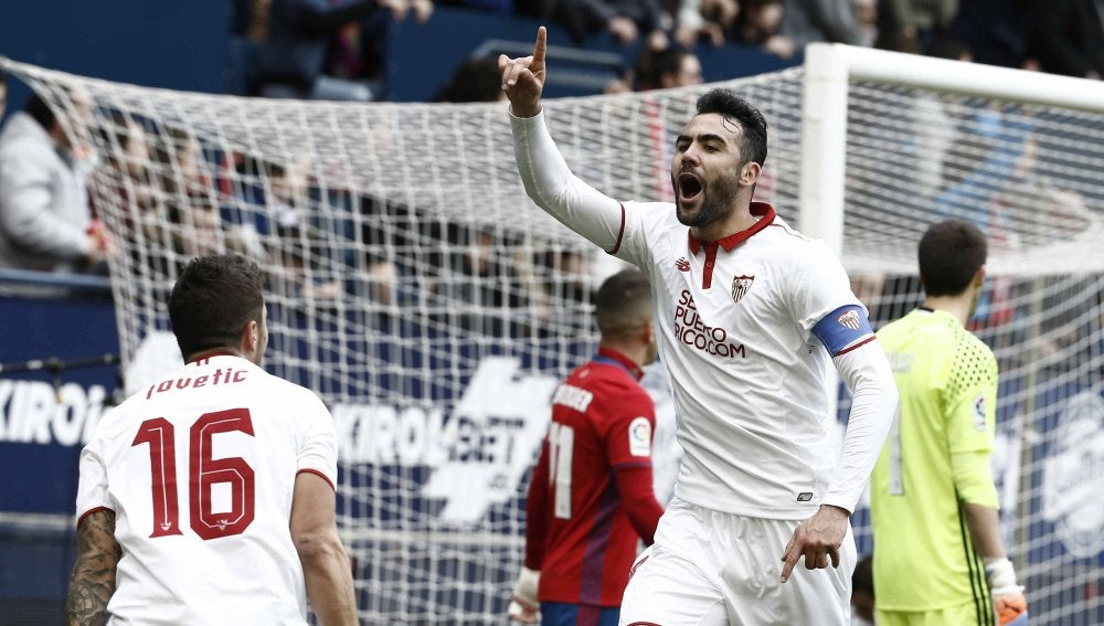 Vicente Iborra celebra uno de sus goles contra Osasuna