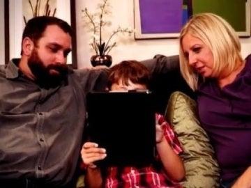 Michael su padre y su madre biológica durante el programa