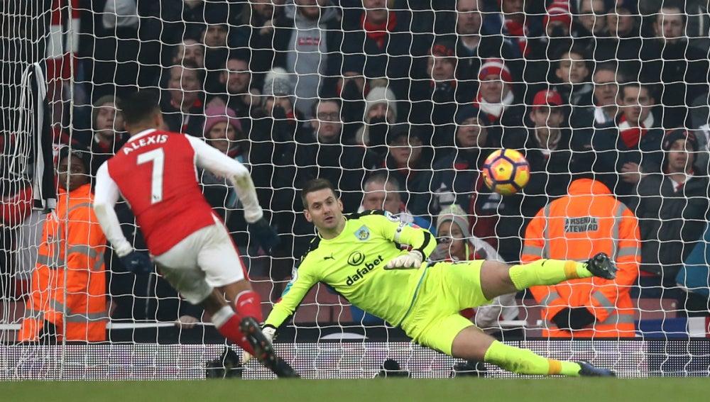 Alexis anota un penalti a lo panenka