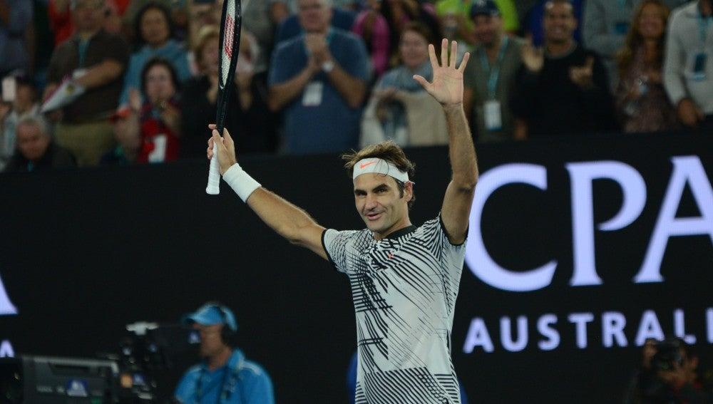Roger Federer celebra una victoria en el Open de Australia
