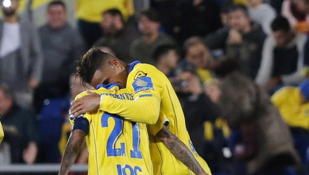 Viera y Boateng celebrando uno de los goles