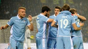 Los jugadores de la Lazio celebrando uno de los goles frente al Inter