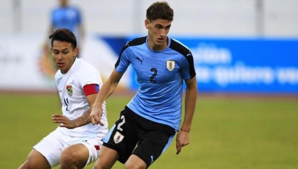 Santiago Ignacio Bueno, en un partido de la Sub' 20 con Uruguay