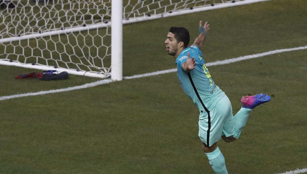 Luis Suárez celebra su gol ante el Atlético de Madrid