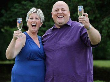 Euromillones: Ganadora del sorteo se divorcia de su marido y se casa con un exconvicto tras ser acusada de maltrato