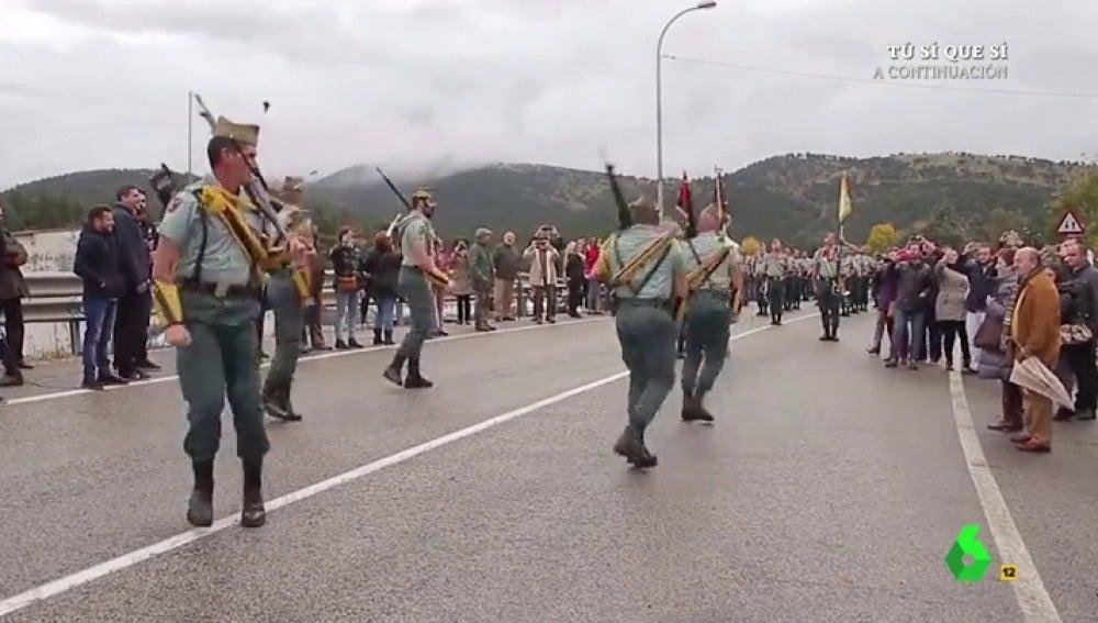 """Frame 8.96 de: El baile más """"happy"""" de los exlegionarios de Torremolinos"""