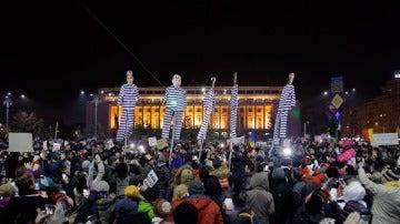 Manifestaciones frente a la sede del Partido Demócrata de Rumanía