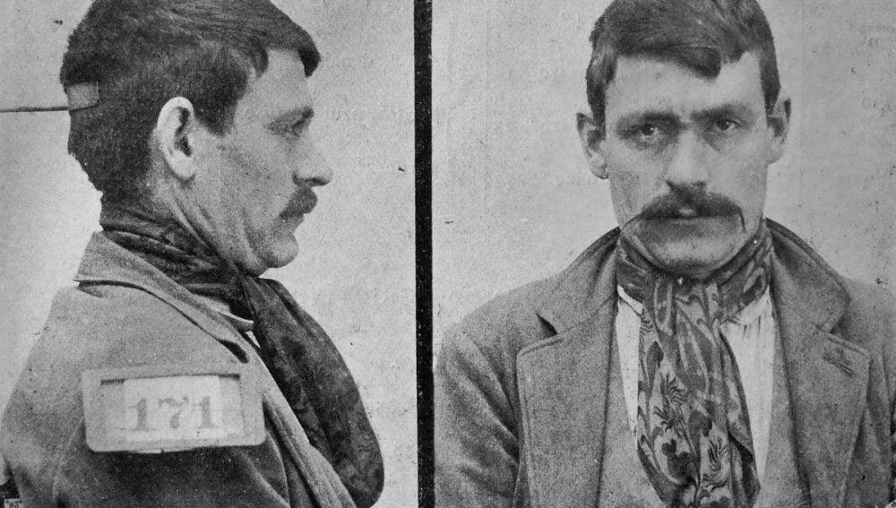 Portada de Fuera de la ley. Hampa, anarquistas, bandoleros y apaches. Los bajos fondos en España (1900-1923).