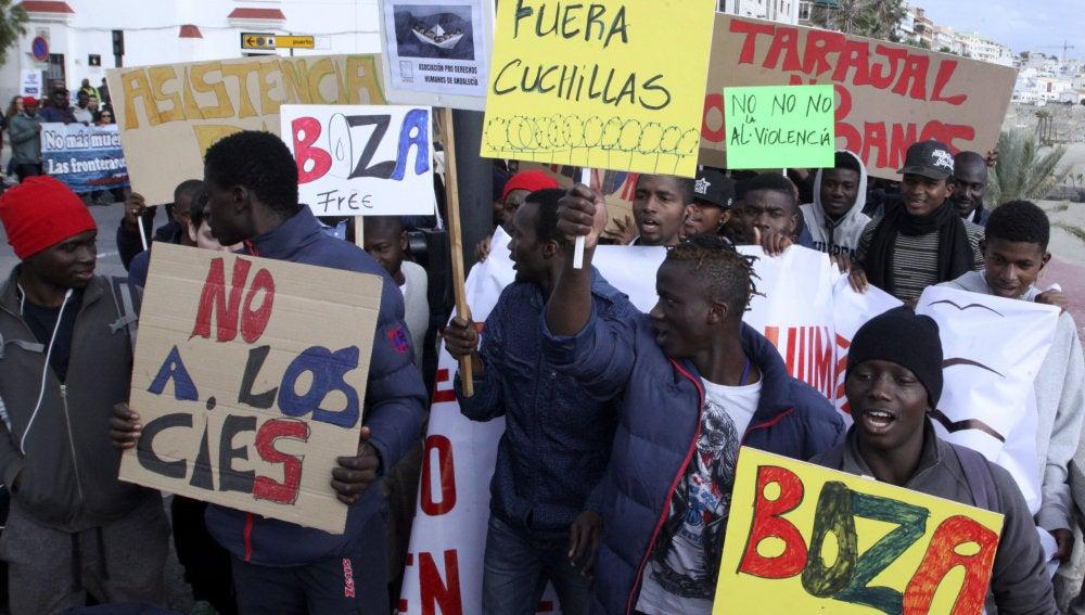 Marcha solidaria por los 15 migrantes que fallecieron en la playa del Tarajal de Ceuta en 2014