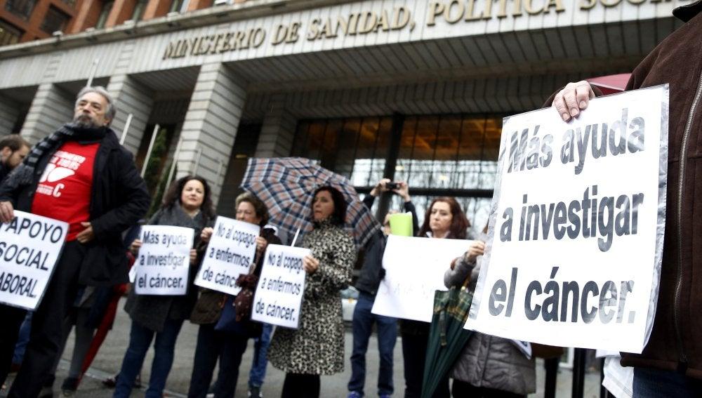 Protestas por la falta de inversión en la investigación contra el cáncer