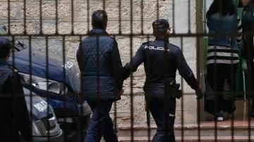 Miguel López, trasladado a los Juzgados de Alicante tras negar la autoría del crimen ante la Policía