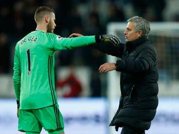 David de Gea se abraza con José Mourinho