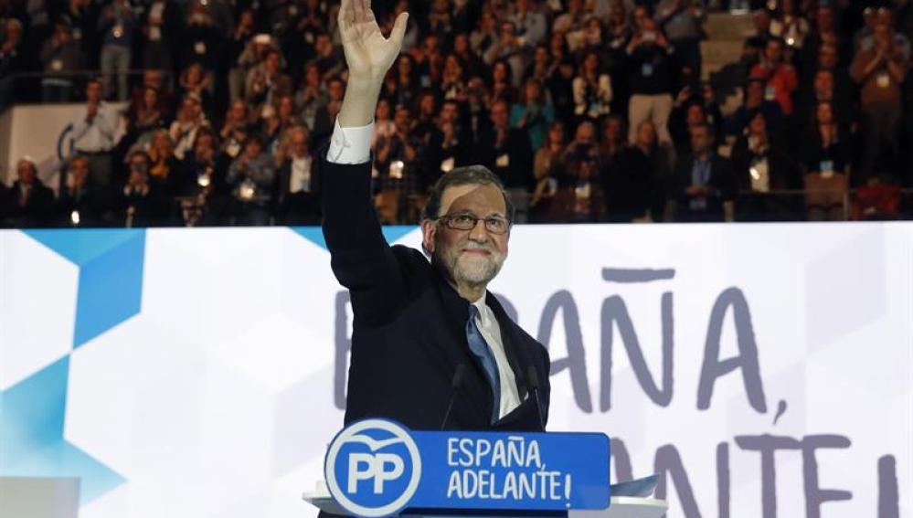 """Rajoy pide apoyo para renovar su liderazgo: """"Todavía puedo dar mucho más"""""""