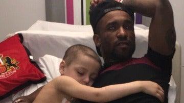 Defoe, junto a Bradley, que sufre neuroblastoma