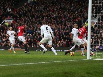 Juan Mata anotando un gol con el United