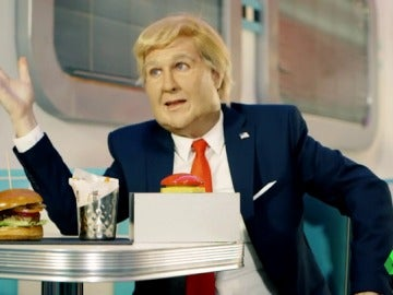 """Frame 201.37942 de: La esperada imitación de Joaquín Reyes de Trump: """"Hola, soy Donald y desde que soy presidente estoy desatado"""""""