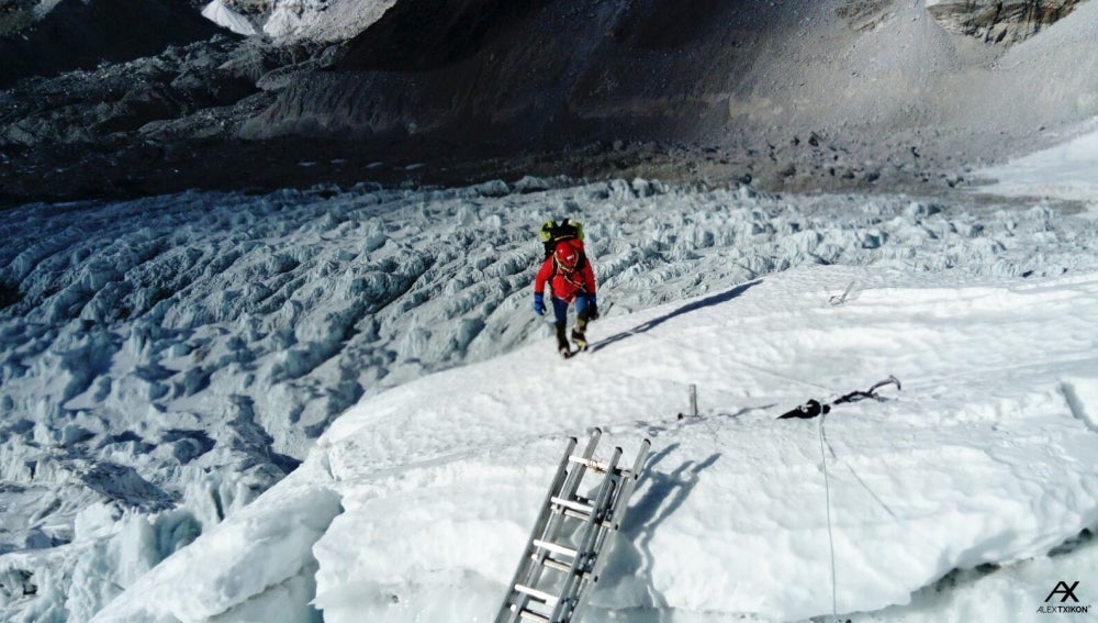 Alex Txikon en la subida al Everest