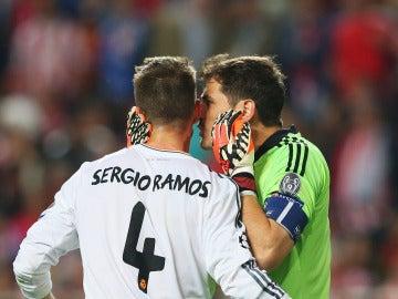 Casillas y Sergio Ramos en un partido con el Real Madrid