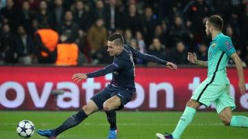 Draxler anota el 2-0 ante el Barcelona