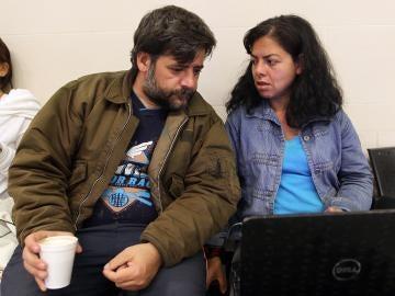 El español David de la Puente y su esposa en El Dorado, Bogotá.